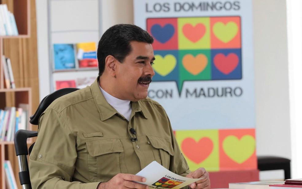 -  O presidente venezuelano Nicolás Maduro, fala durante seu programa seminal de rádio e TV 'Los Domingos con Maduro', em Caracas, no domingo  12   Foto