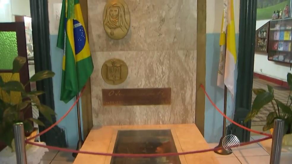 Restos mortais de Joana Angélica estão no Convento da Lapa, em Salvador — Foto: Reprodução/TV Bahia
