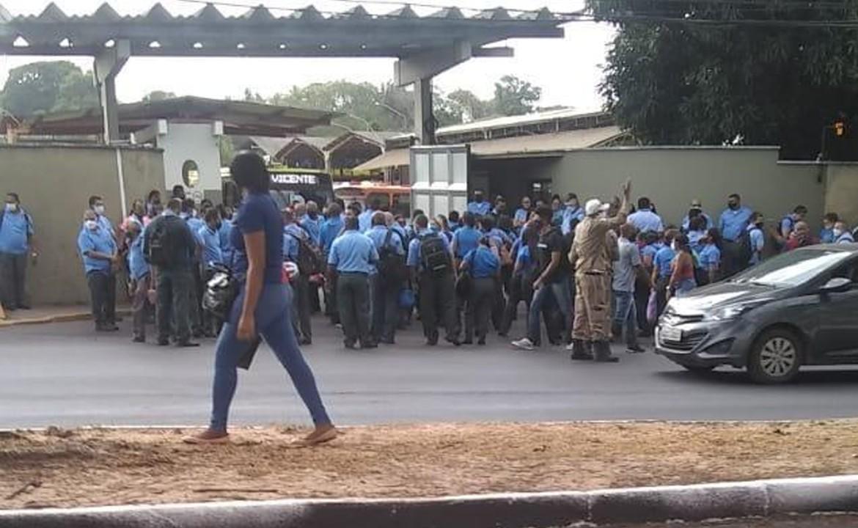 Funcionários de empresa de ônibus paralisam atividades na manhã desta quinta-feira (17) em São Luís