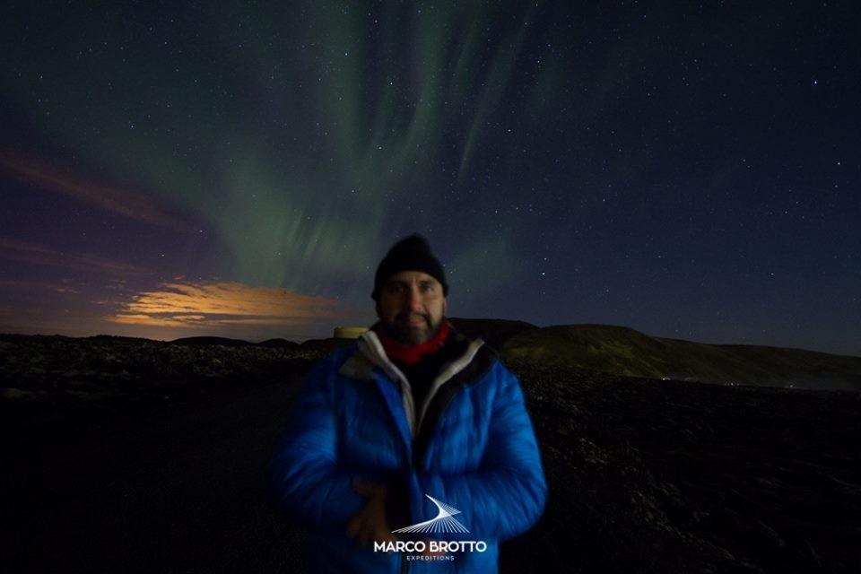 Caçador de auroras boreais curitibano Marco Brotto, na Islândia (Foto: divulgação)