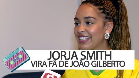Jorja Smith conhece bossa nova no camarim do Lollapalooza e vira fã de João Gilberto: 'É tão sexy'