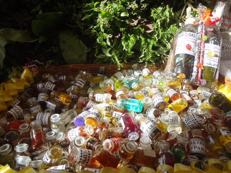 Mistura de ervas vendidas no Ver-o-Peso — Foto: Ingrid Bico/G1