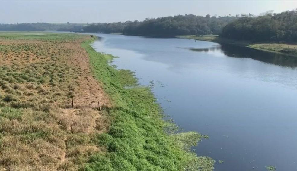 Calado na região de Anhembi está definido em 80 cm de profundidade  — Foto: TV TEM / Reprodução