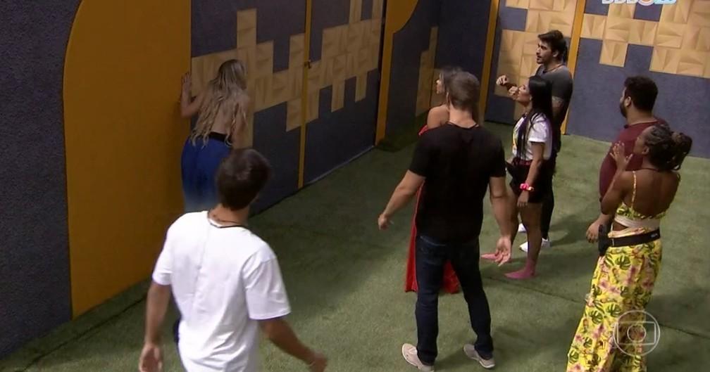 Na estreia do BBB20, participantes descobrem que a casa está dividida em grupos por um muro — Foto: Reprodução/TV Globo