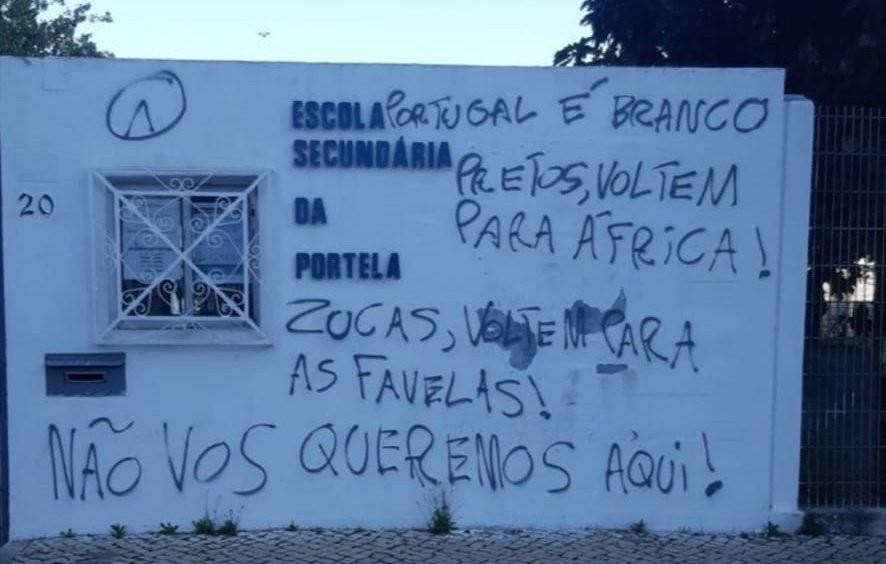 Escolas e universidades em Portugal são pichadas com mensagens contra brasileiros, negros e ciganos