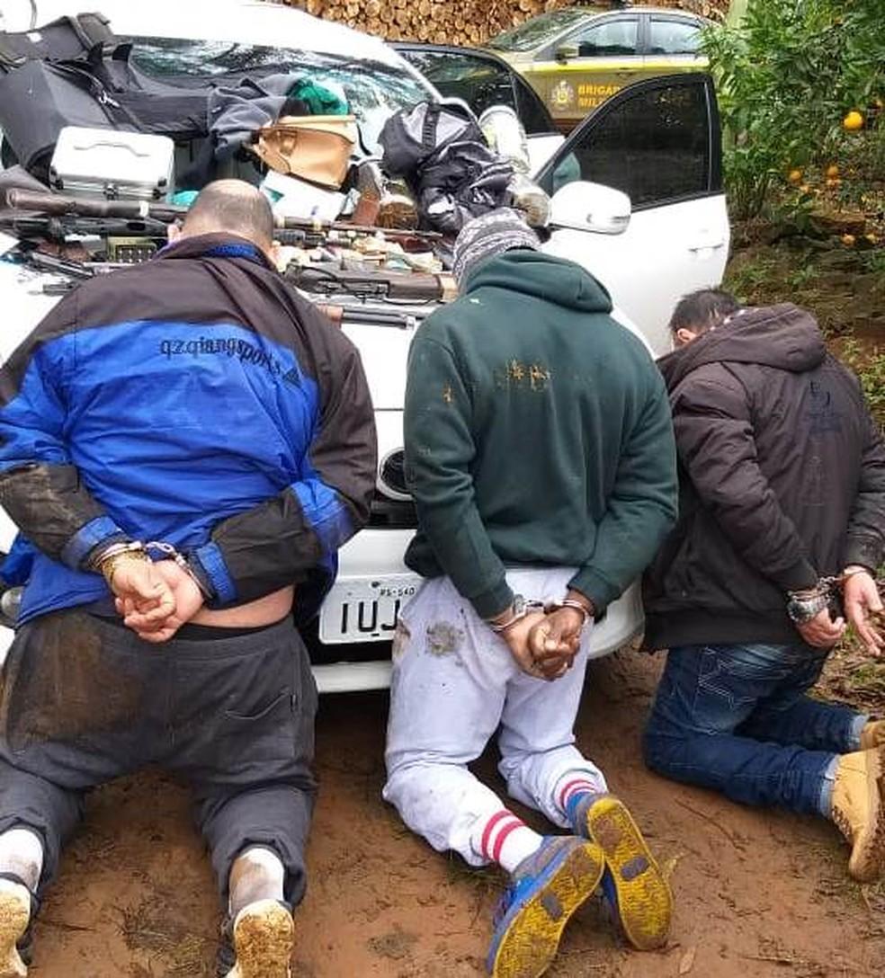 Três homens foram presos em Paverama — Foto: Brigada Militar/Divulgação