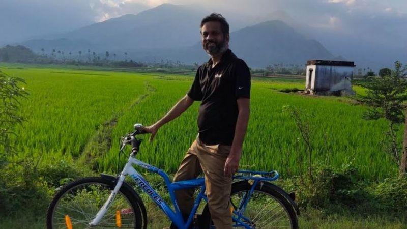 A aldeia onde Sridhar mora não tem serviços básicos, embora tenha algo que é essencial para ele trabalhar: internet (Foto: ZOHO CORP)