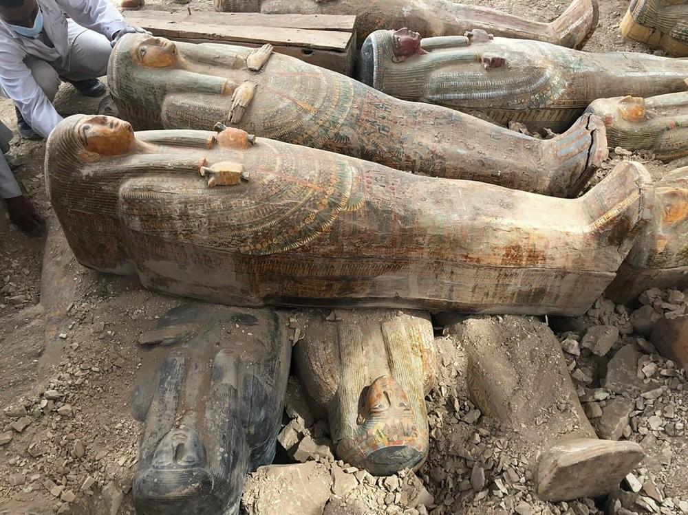 Arqueólogos descobrem 20 sarcófagos antigos no Egito - Notícias - Plantão Diário
