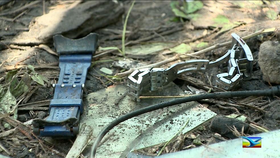 Pulseiras de relógios foram encontradas próximas ao local do acidente (Foto: Reprodução/TV Mirante)