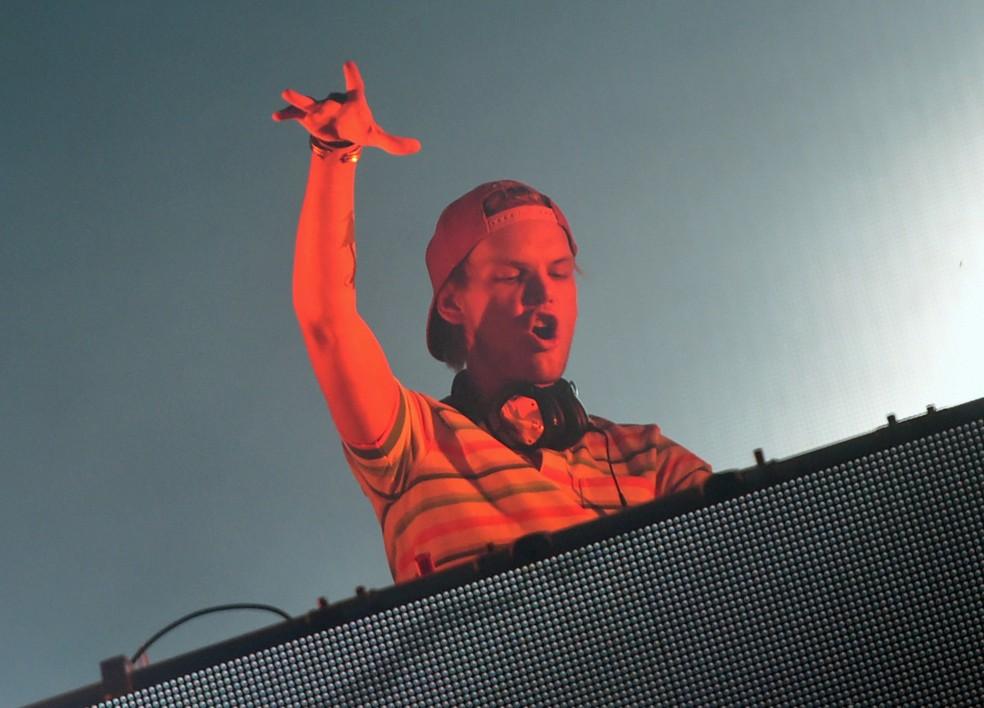 Avicii se apresenta no festival Sziget, na ilha Hajogyar de Budapeste, em 2015 (Foto: Attila KISBENEDEK / AFP )