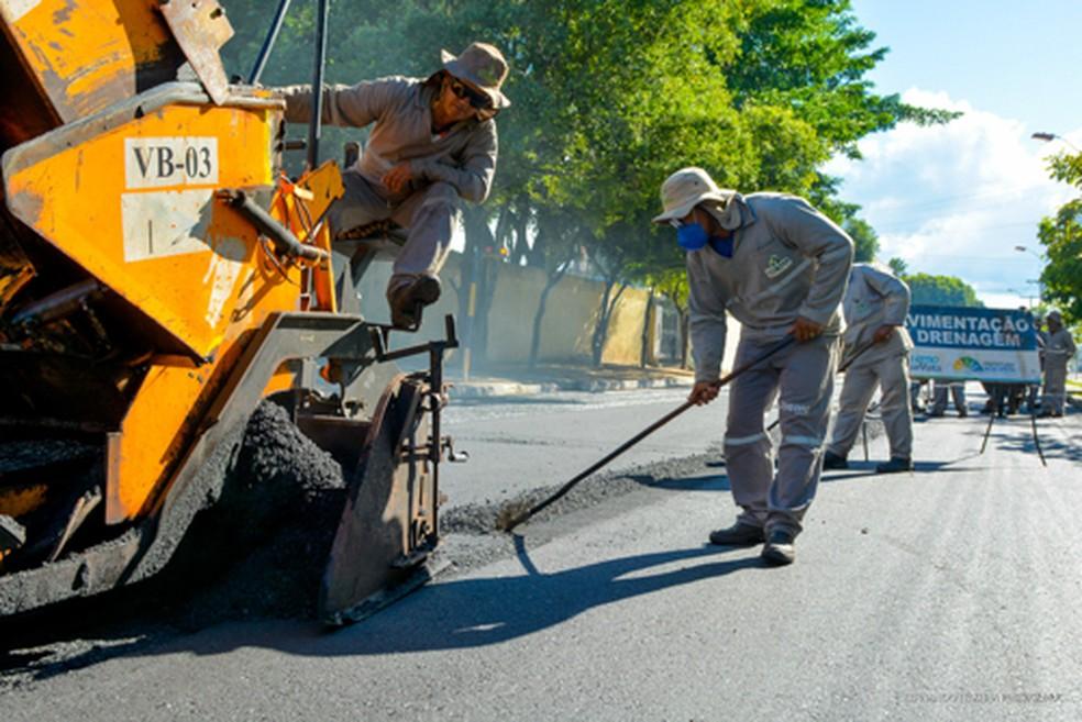 As obras de recapeamento são necessárias para garantir a segurança dos condutores e a manutenção das vias. — Foto: PMBV.