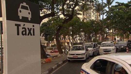 Associação faz enquete com taxistas para saber se condutores são a favor ou contra aumentar tarifa em Salvador