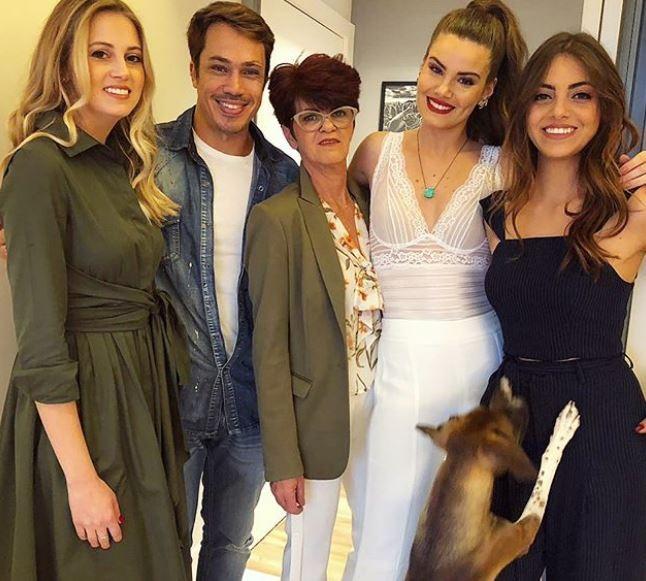 Melina, Rafael, Eliane, Camila e Caroline (Foto: Reprodução/Instagram)