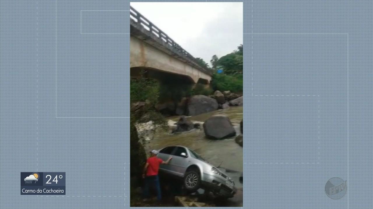 Pelo menos sete carros caem em ponte de rodovia de MG em 24 horas; jovem está desaparecido