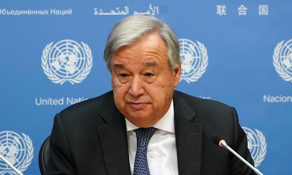 O secretário geral da ONU, António Guterres, fala a jornalista na sede da entidade, em Nova York, na quarta-feira (18) — Foto: Reuters/Carlo Allegri