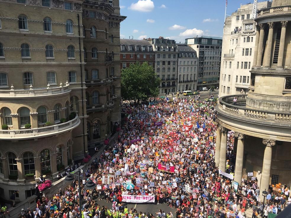 Marcha feminina de 'Stop Trump' passa por ruas de Londres nesta sexta-feira (13)  (Foto: Jeff Schaeffer/AP)