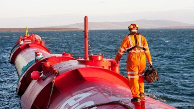 Orkney obtém energia limpa de fontes como vento, marés e ondas (Foto: ALAMY)