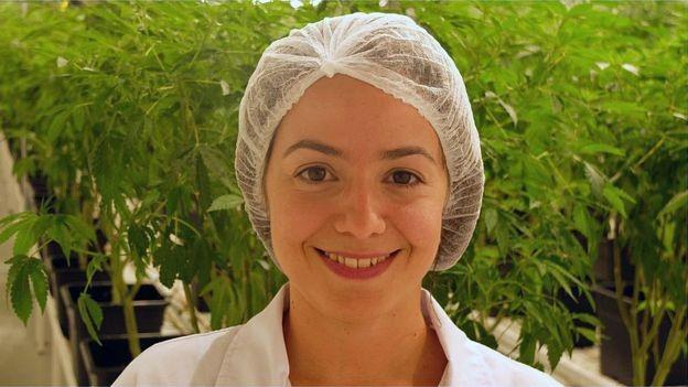 'Um dos usos mais aceitos do THC é para a dor crônica', diz Helena Gonzalez Ramos (Foto: IRCCA via BBC)