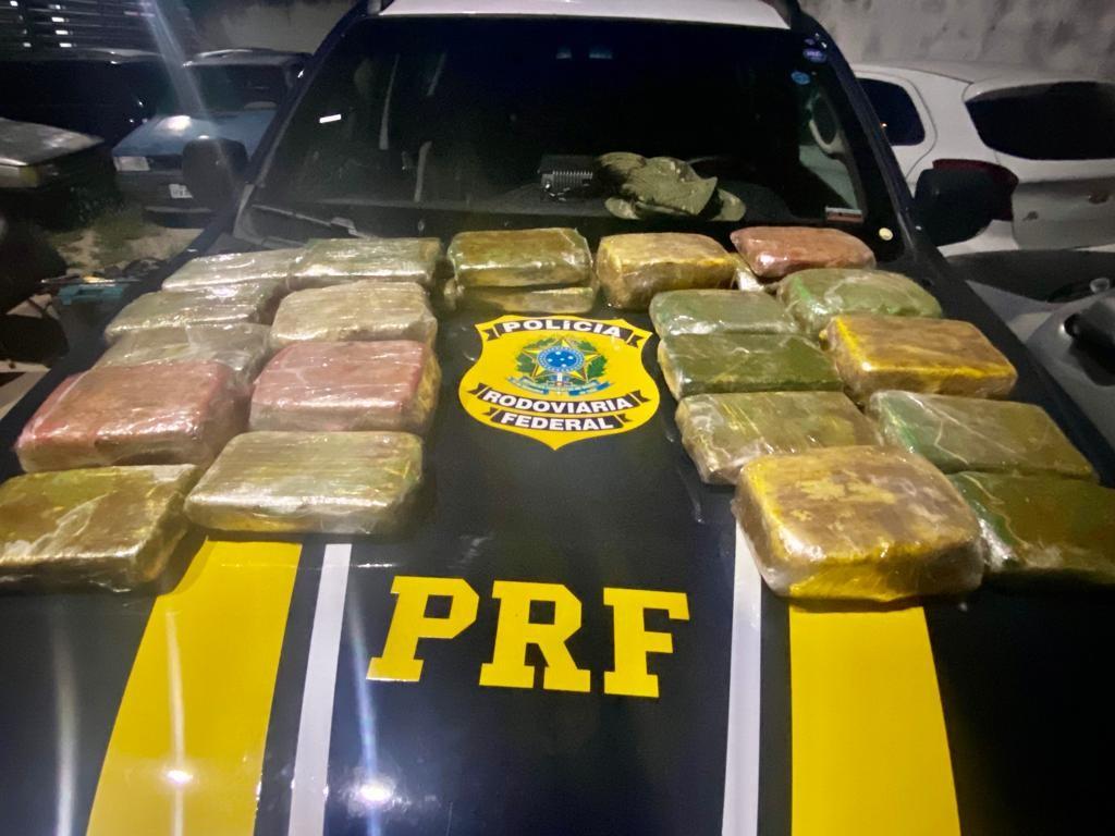 PRF apreende 33 kg de substância análoga à cocaína escondidos em lataria de veículo em Itarema, no Ceará