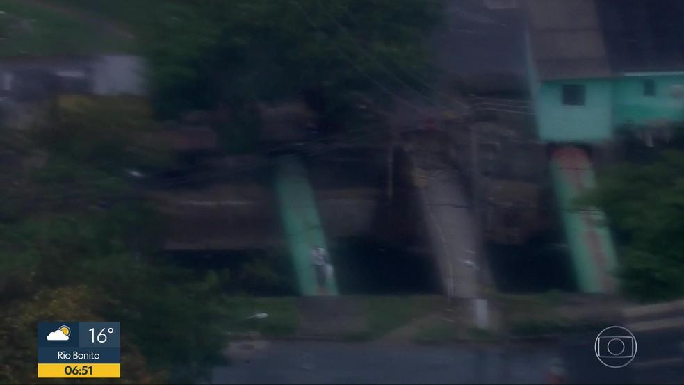 Globocop flagrou morador atravessando o rio passando por um tubulão — Foto: Reprodução / Globocop