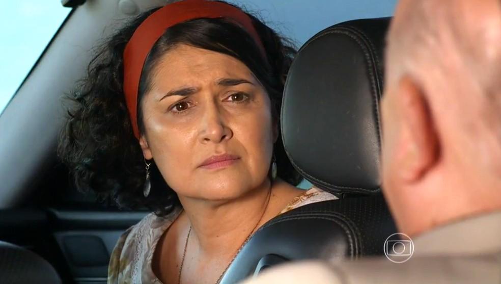 Maria Adília (Inez Vianna) diz na cara de Dionísio (Sérgio Mamberti) que não lhe quer - 'Flor do Caribe' — Foto: Globo