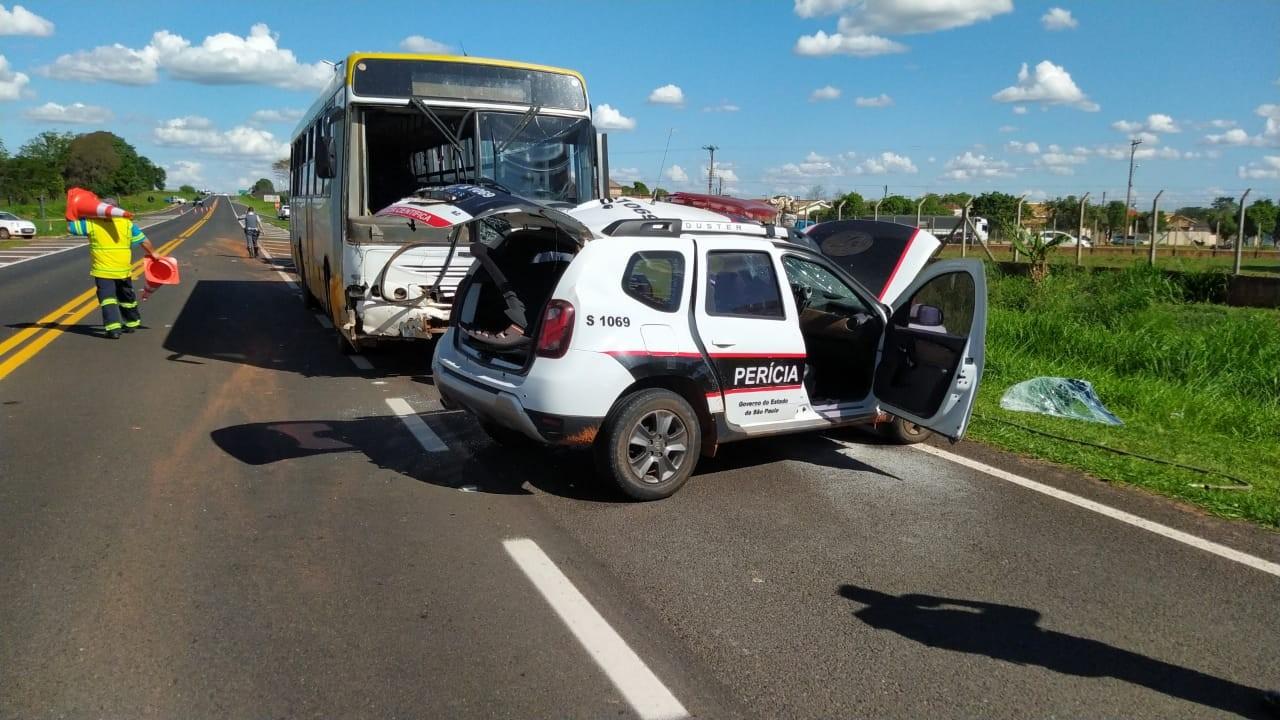 Policial científica morre em batida entre viatura e ônibus em Martinópolis