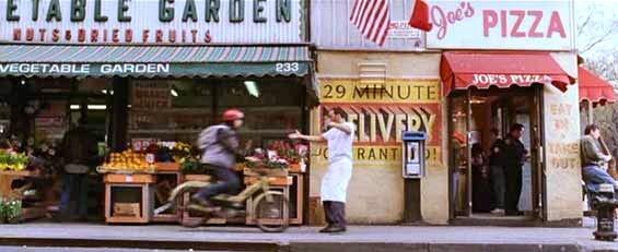 """Joe's Pizza no filme """"O Homem-Aranha"""" (Foto: Reprodução)"""