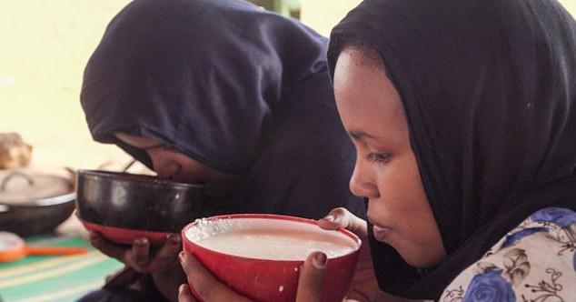 """País obriga meninas a consumirem 16 mil calorias por dia para ficarem """"atraentes"""" (Foto: Reprodução / Daily Mail)"""
