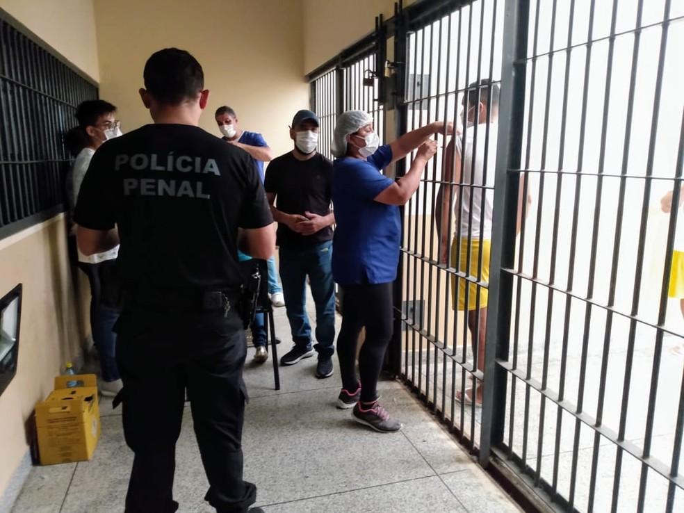 Vacinação contra Covidnos presos em Cruzeiro do Sul— Foto: Arquivo pessoal