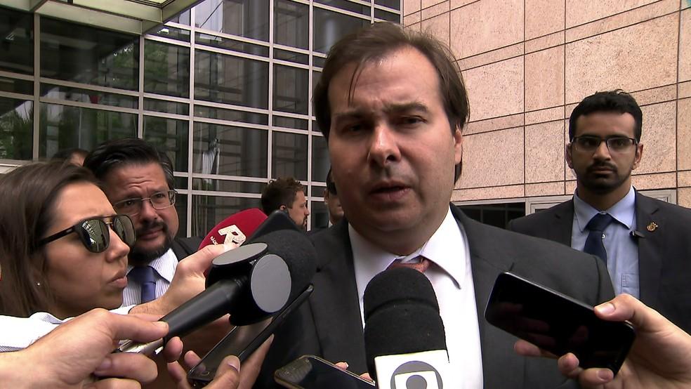 Maia conversou com a imprensa sobre a reforma ao deixar evento em SP (Foto: Rede Globo/reprodução)