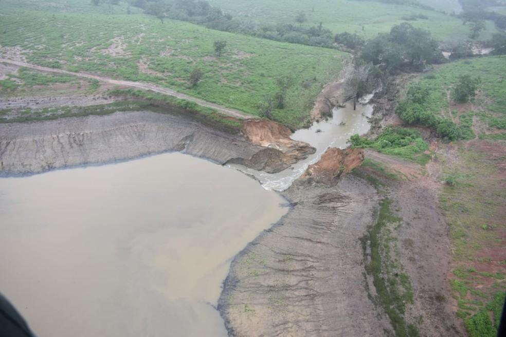 Imagem aérea mostrou rompimento de barragem na Bahia — Foto: Secom/GOVBA
