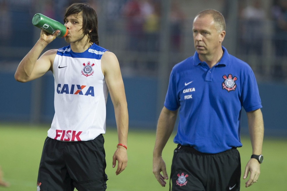 Mano Menezes e Romero, pelo Corinthians, em 2014 — Foto: Daniel Augusto Jr/Ag.Corinthians