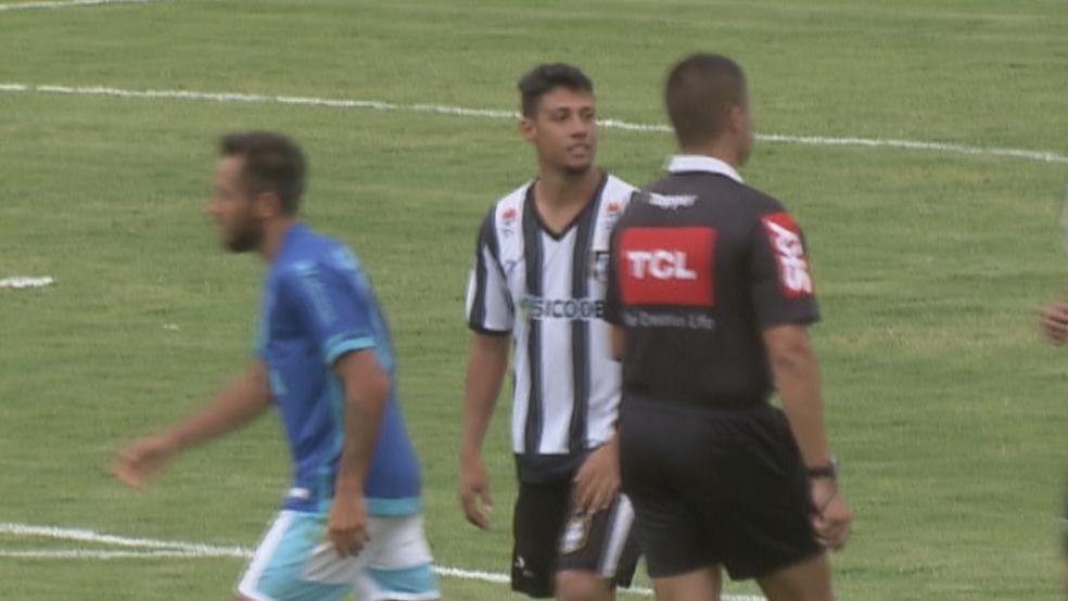 Jogador Gustavo Araújo Passos, do Ceilândia (Foto: TV Globo/Reprodução)