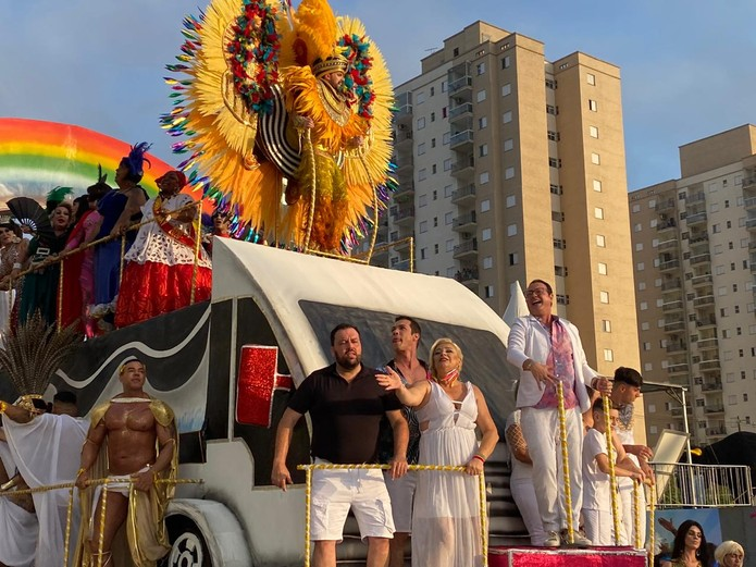 Ex-brother Dicesar participou de desfile na Passarela Dráusio de Cruz, feito em sua homenagem  — Foto: Mariana Nadaleto/G1