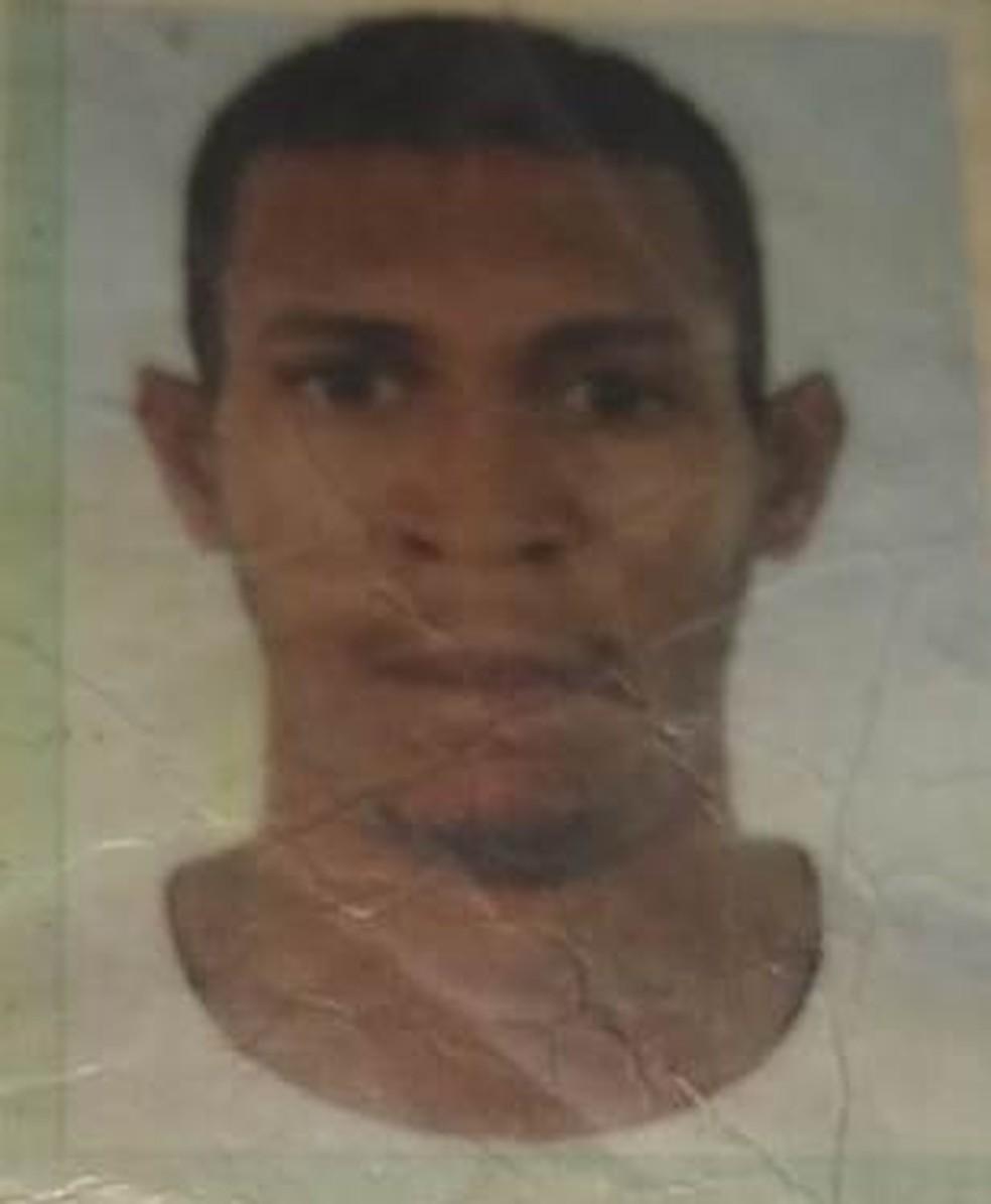 Segundo a polícia, Edson Neris Barbosa Santos, de 27 anos, era o suspeito de ser o autor do crime. — Foto: Divulgação/ SSP-BA