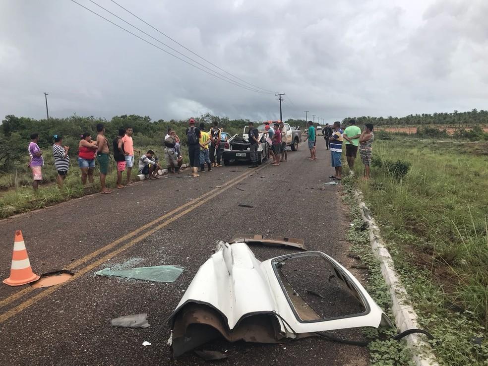 Acidente aconteceu próximo à cidade de Touros, e resultou na morte de duas pessoas. (Foto: Divulgação/PM)