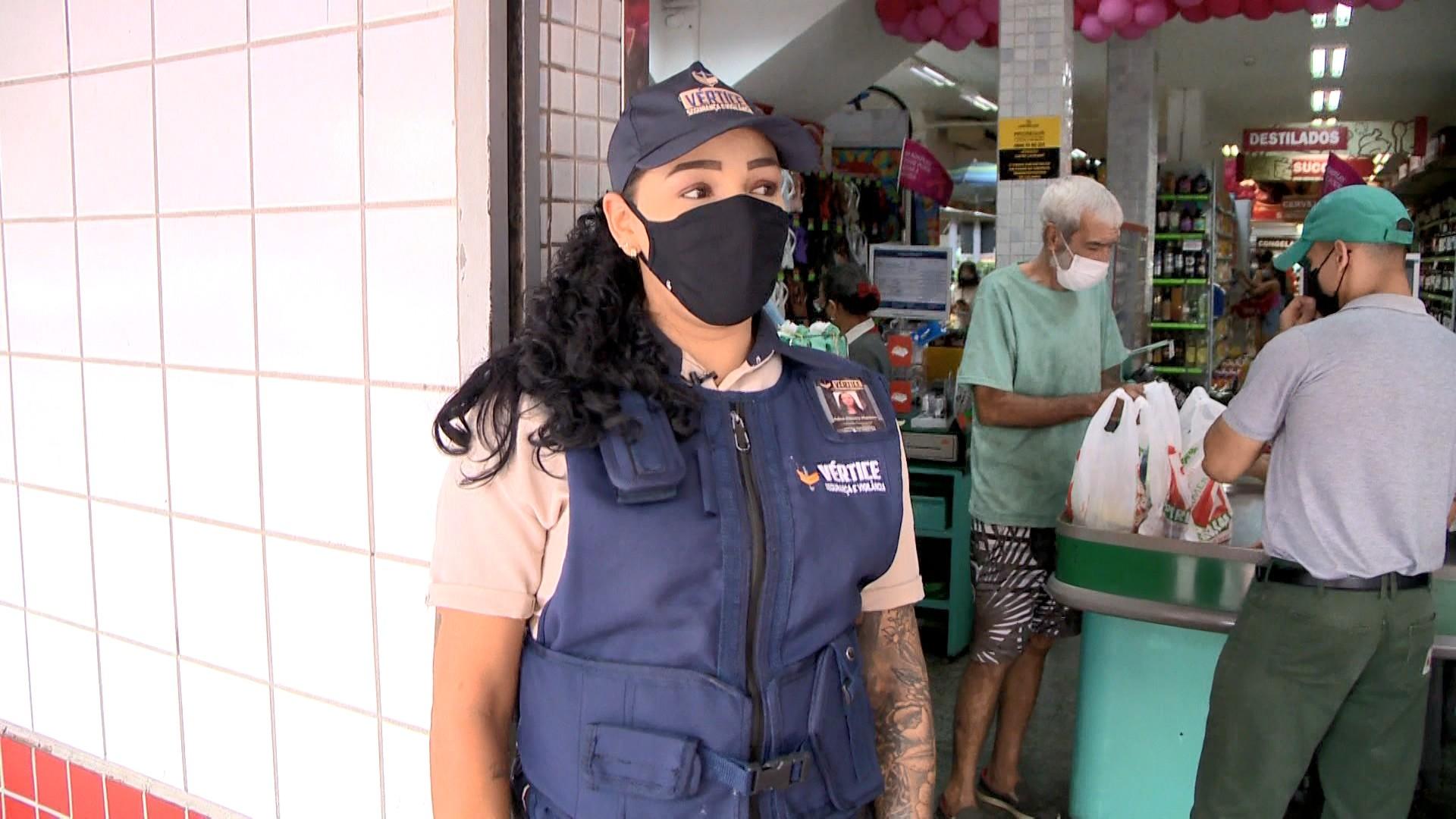 'Impulso que tive foi só de pegar ela', diz vigilante filmada salvando menina de atropelamento