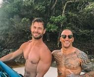 Astro de 'Thor', Chris Hemsworth mostra abdômen super definido em dia de surf na Austrália