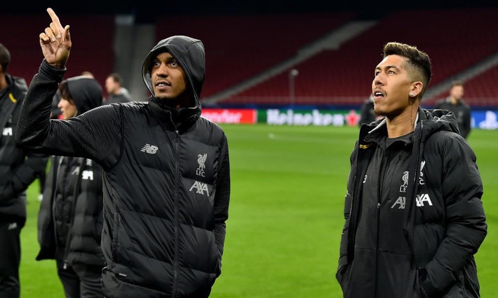 Fabinho e Roberto Firmino voltam ao palco da conquista do título europeu, no reconhecimento do gramado pelo Liverpool, em Madri — Foto: Andrew Powell