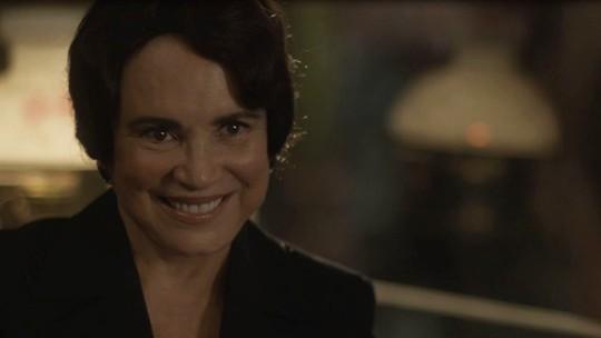 Lucerne muda de vida e faz homenagem à filha no último capítulo de 'Tempo de Amar'