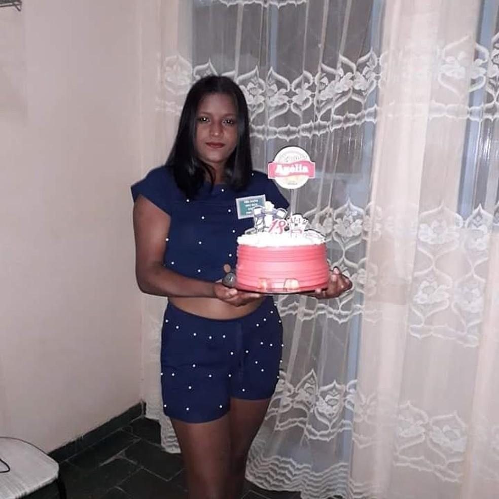 Azélia durante festa de comemoração do aniversário — Foto: Arquivo pessoal