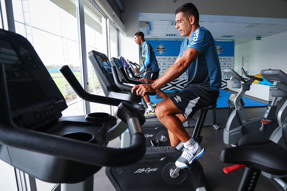 Diego Souza em seu primeiro treino físico no Grêmio — Foto: Lucas Uebel/DVG/Grêmio
