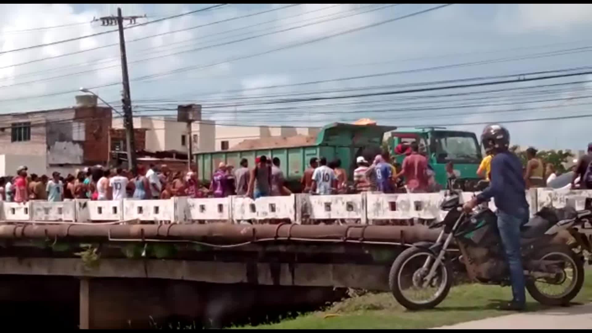 Criança morre depois de ser atropelada por caminhão na Zona Norte do Recife