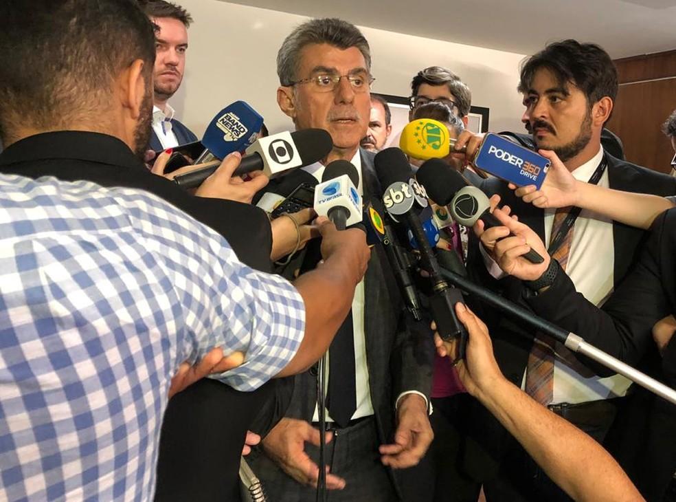 Jucá deu entrevista após reunião do MDB em Brasília — Foto: Laís Lis/G1