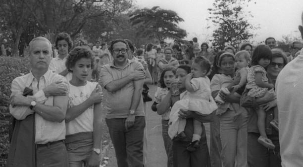 Paulistanos no Instituto Butantã, após tomar vacina, em setembro de 1974, meses depois de o regime admitir epidemia