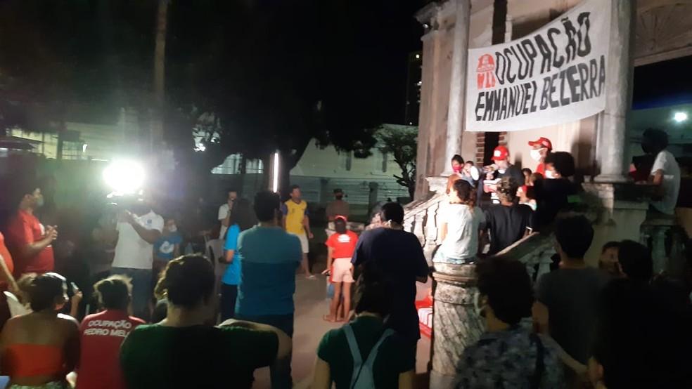 Famílias fizeram assembleia na noite desta sexta-feira (20) — Foto: Sérgio Henrique Santos/Inter TV Cabugi