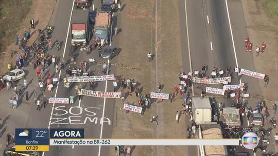 Moradores fazem protesto por construção de passarela na BR-262
