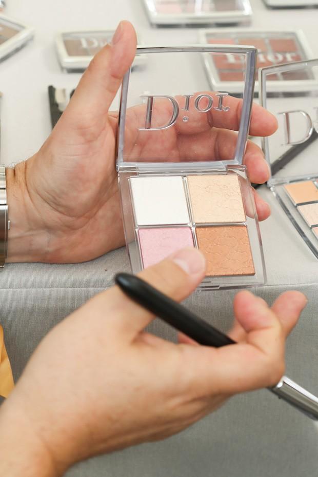 O produto cult, segundo Peter Phillips: a palette Glow Face  (Foto: Antonio Barros)