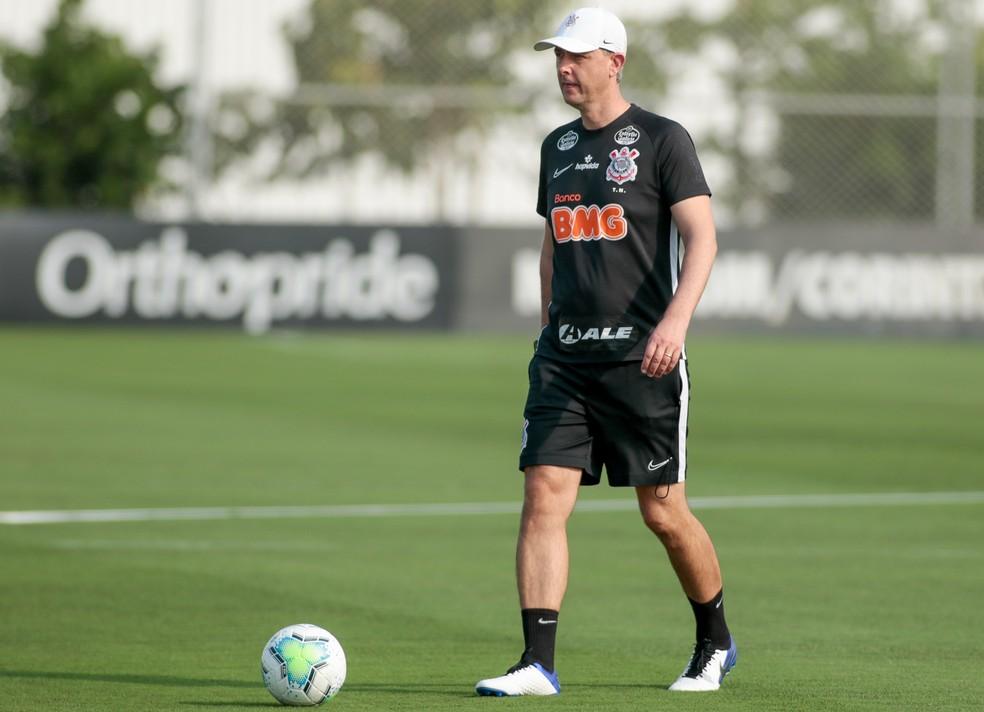 Tiago Nunes em treino do Corinthians no CT Joaquim Grava — Foto: Rodrigo Coca/Ag.Corinthians