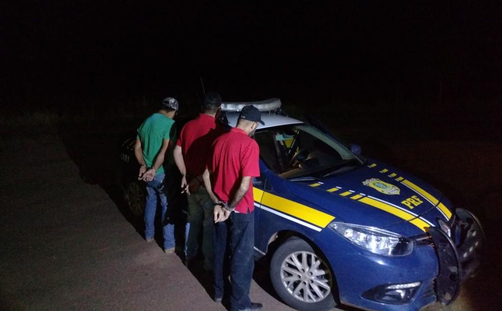 Homens foram encaminhados para a sede da PRF em Rio Branco (Foto: Divulgação/PRF)